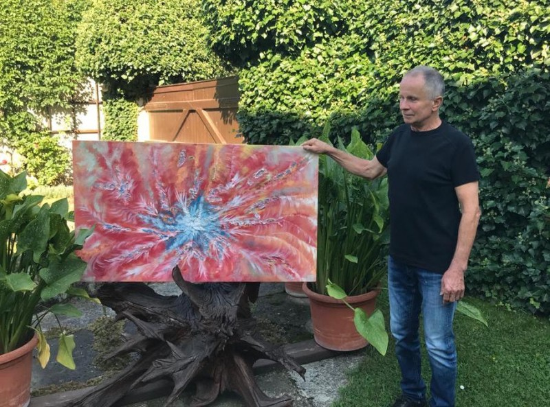 Claudia's father, Manfred Lennicke, with the finished canvas